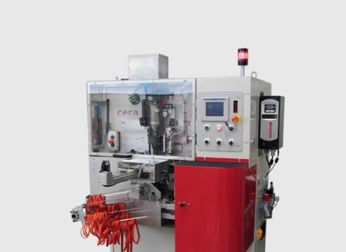Notre machine à fabriquer des bretelles